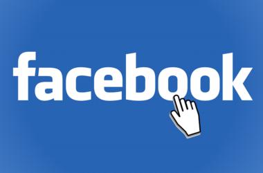 Akcie Facebooku klesají