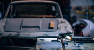Peníze na opravu automobilu