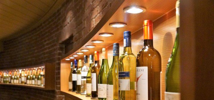 Ceny za víno klesají. Radují se zejména jeho milovníci